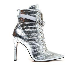 bota-prata-feminina-cano-medio-salto-fino-Cecconello-1676005-5-a