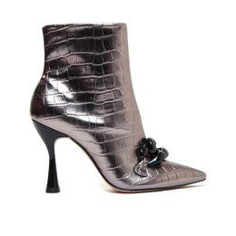 bota-feminina-prata-velha-cecconello-1682006-3-a